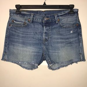 🦋 Like new, Levi Strauss distressed shorts.